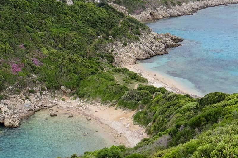 Het tweeling-strand Porto Timoni in Afionas op Corfu